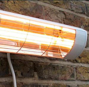 kvartsilämmitin Heatlight seinälle terassille Kaihdinmaailma